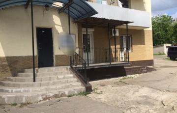 Продам помещение 170 м2 возле метро три отдельных входа под офис салон магазин парикмахерскую it-компанию